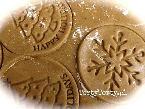 Ciasto na pierniczki1 DEKOROWANIE PIERNICZKÓW STEMPELKI