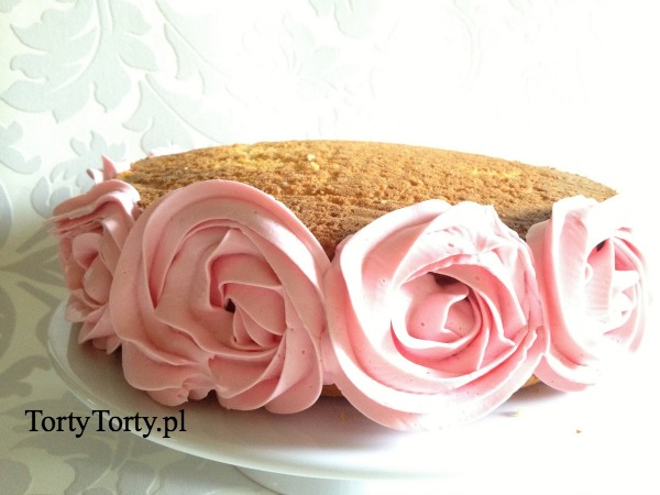 czesc tortu DEKOROWANIE TORTÓW WŁOSKIM KREMEM MAŚLANYM